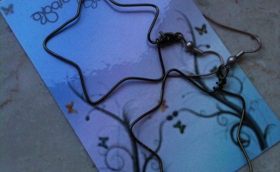 Orecchini in wire a forma di stella
